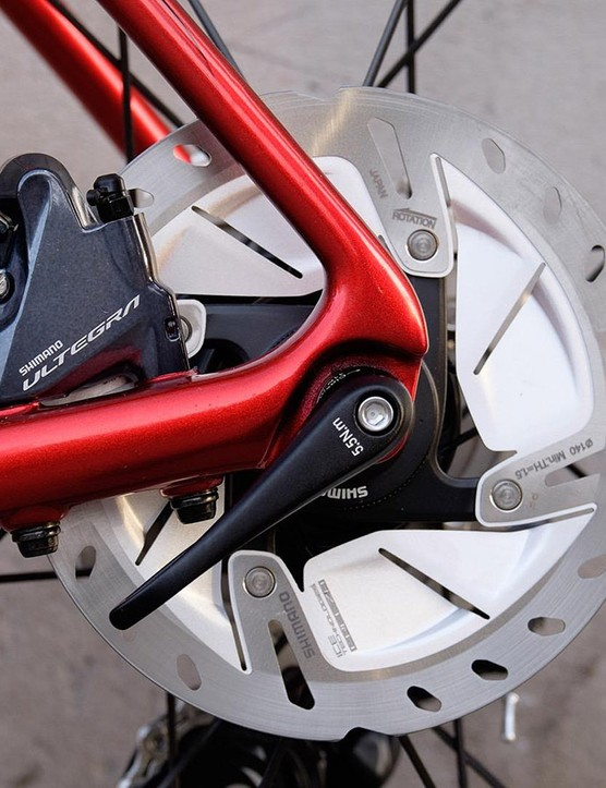 Shimano Ultegra hydraulic disc brakes provide smooth, controlled stopping power