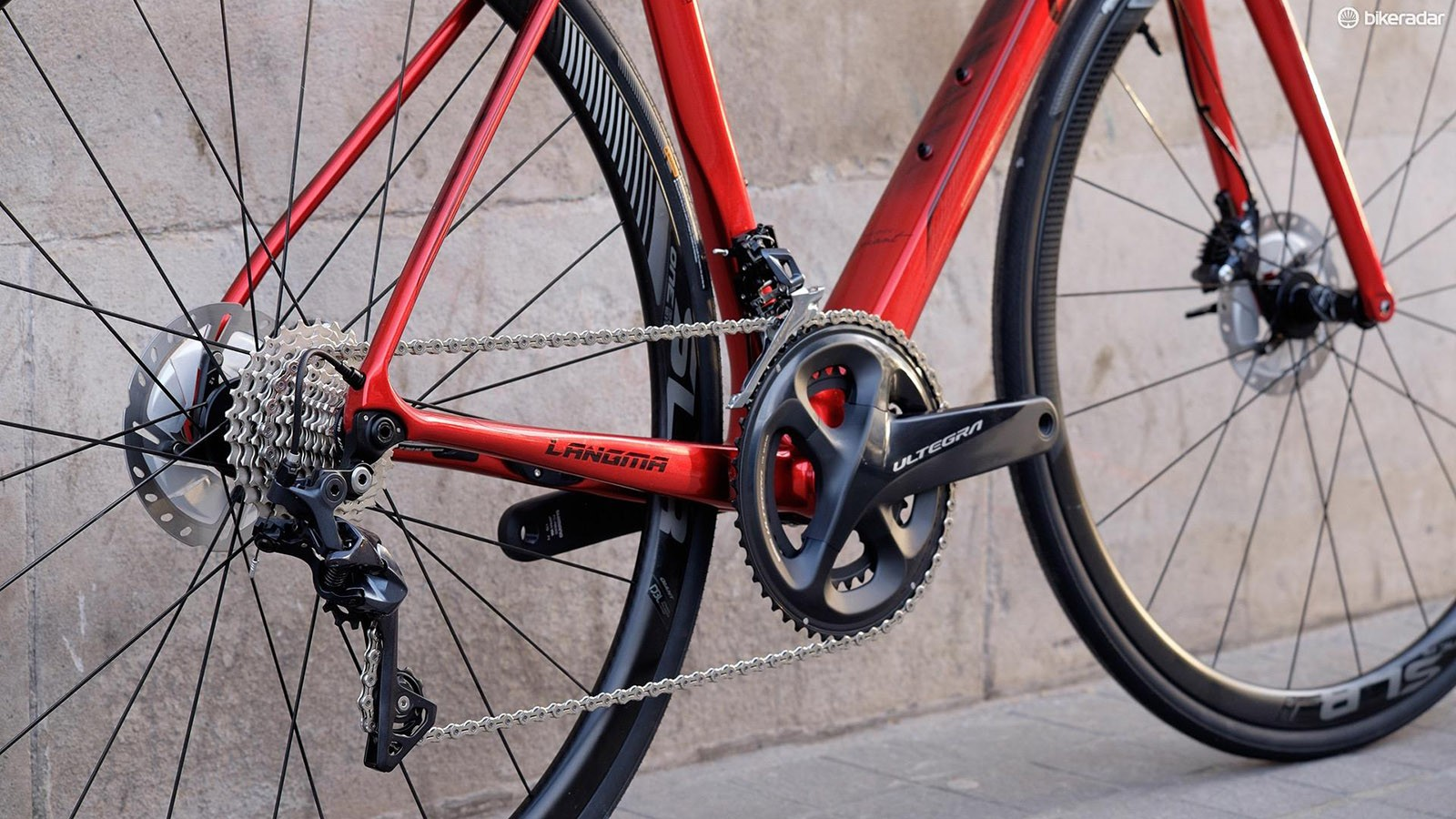 Shimano's Ultegra groupset with an 11-28t cassette provides a good range of gears for most terrain