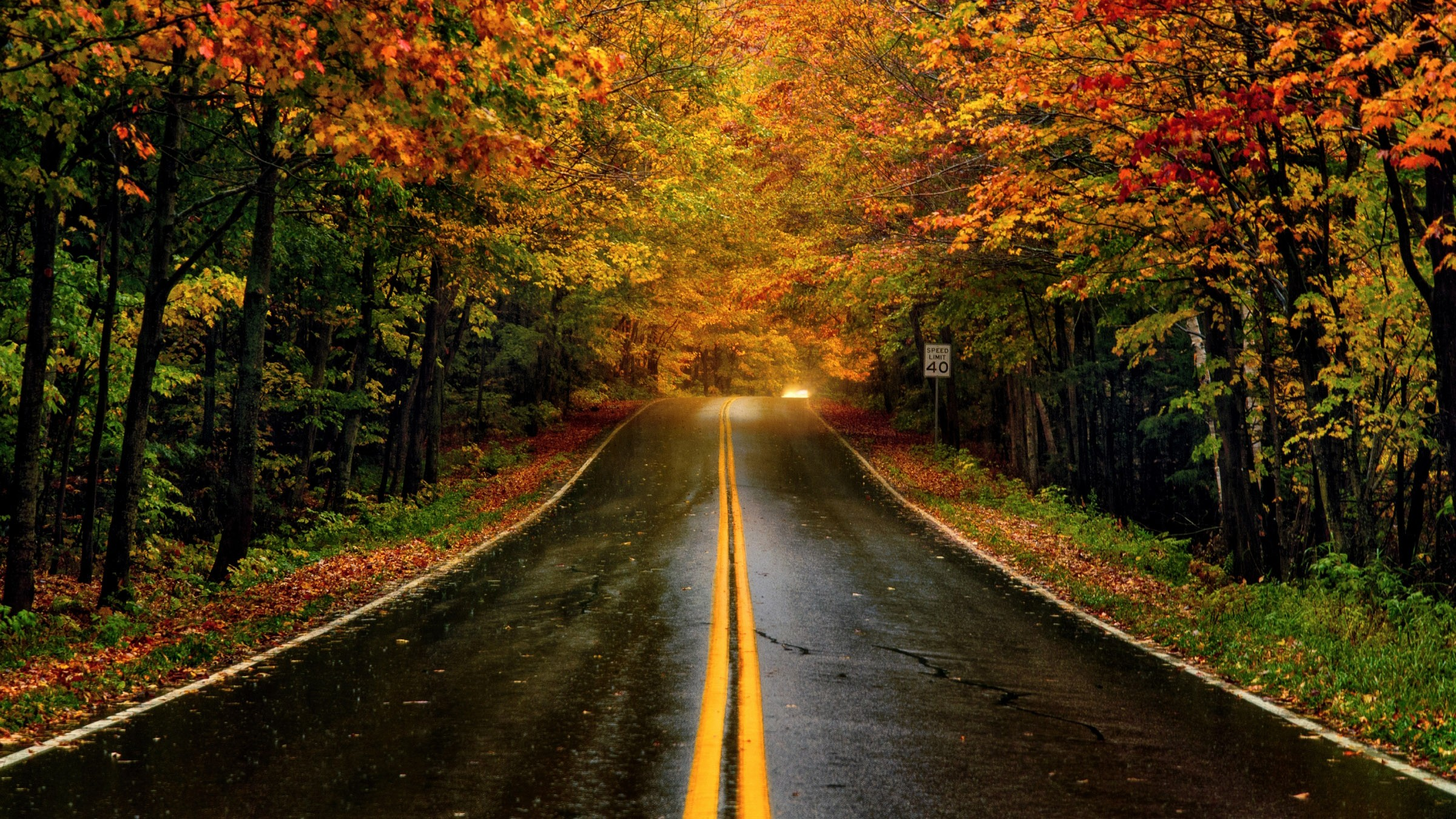 Quiet roads and colourful leaves in Vermont