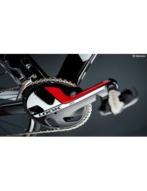 The carbon Zed 3 crankset is made in one piece: both arms, the axle, the spider and the aero fairing