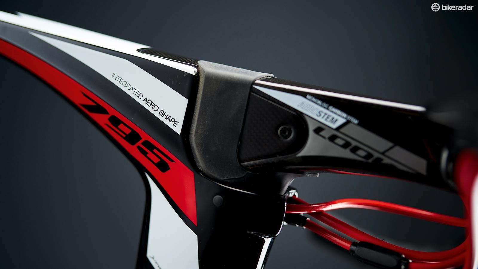 The stem aligns neatly to the top tube; its angle can be adjusted internally in place of using spacers