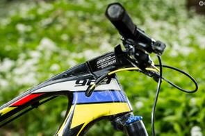 The stem blends eye-catchingly into the top tube