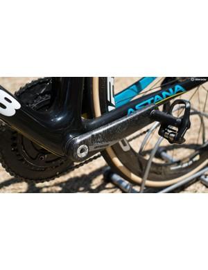 FSA carbon cranks complement the black paint design