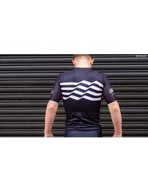 The contrasting wavy white chest/back band is the same on the navy and black versions of the jersey