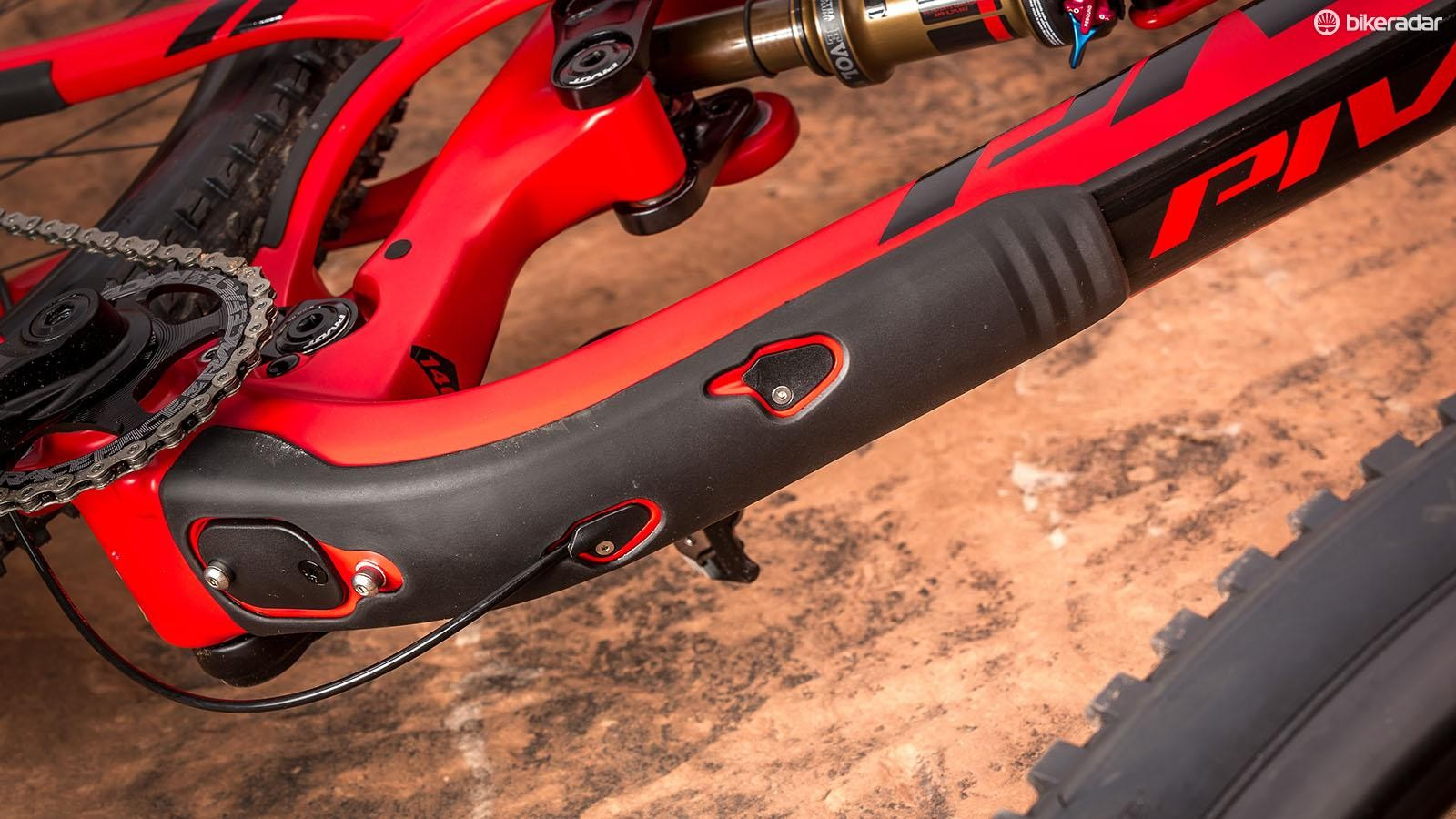 In addition to the down tube protection, there are ports for cables as well as a Di2 battery on the underbelly of the Mach 5.5 Carbon