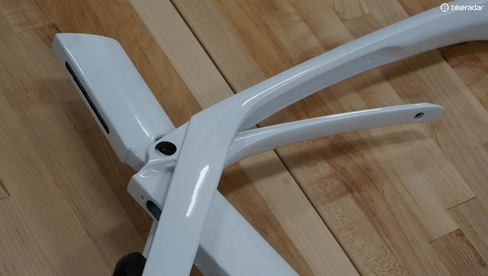 The primary deflection comes from the extension flexing upwards towards the actual top tube. The slider adjusts compliance by increasing or decreasing the amount of empty space the tube can flex into
