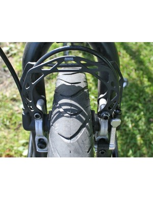 The fork has clearance for 2.35in Schwalbe Big Apples complete with mudguards