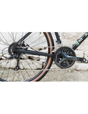 The bike is equipped with a 3x9 Shimano Sora groupset