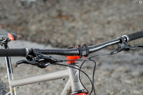 Aiding front end compliance is a 740mm bar/stem combo that's not overly stiff