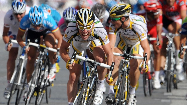 Mark Cavendish sprints to his sixth stage victory at the end of the 2009 Tour de France
