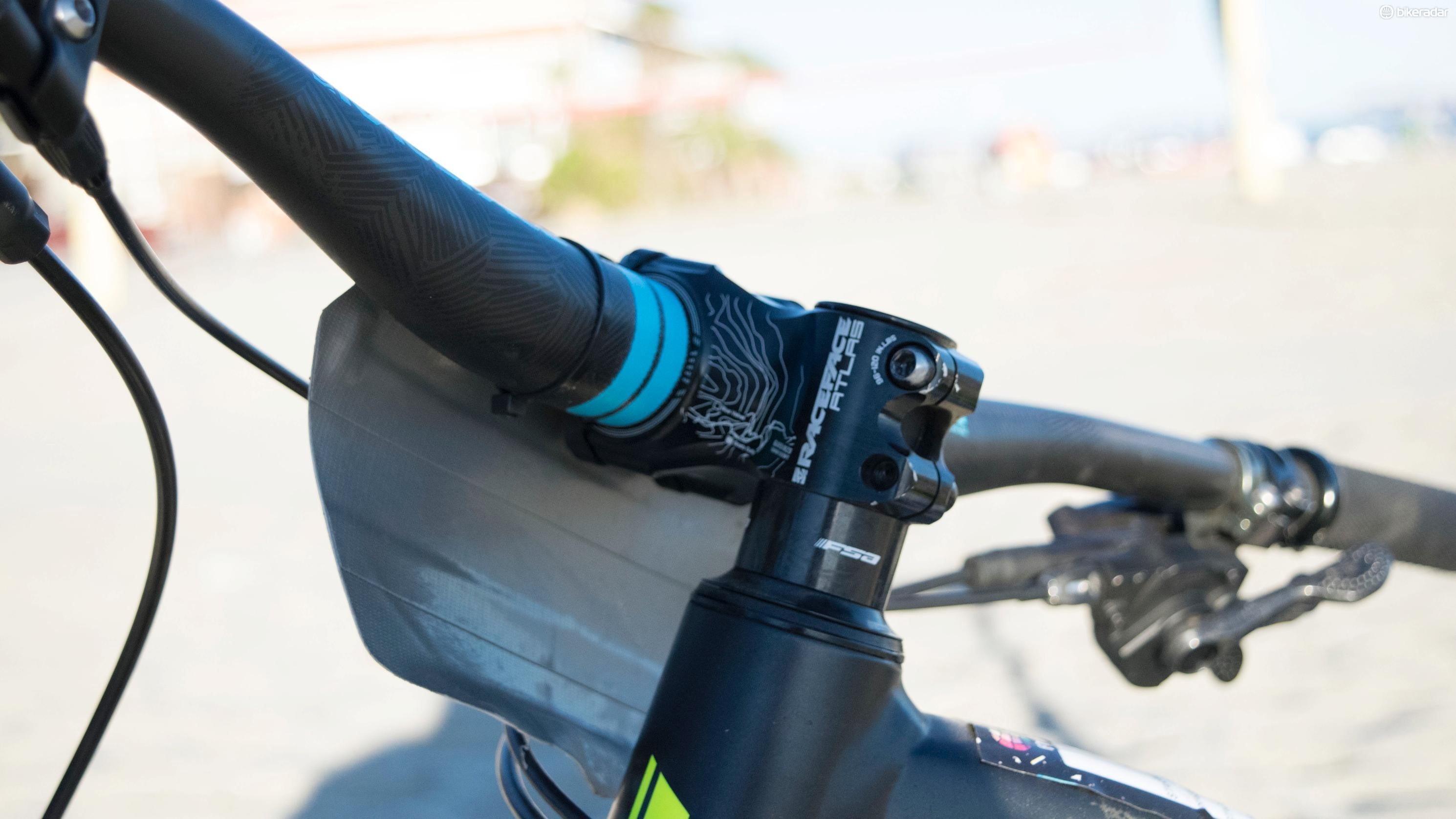 A 50mm stem and 780mm bar sit above 20mm of spacers