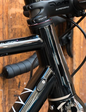 A relatively small head tube allows great acceleration, being able to smash through corners and climb well