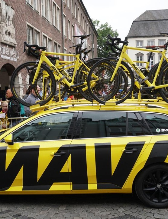 Each of the Mavic cars has three bikes with droppers, and three bikes set roughly to the fit coordinates of the three top riders on the general classification