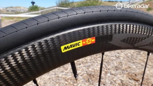 The new Cosmic Carbon Pro SL rim receives a laser-etched braking surface called iTg Max that Mavic says helps with heat dissipation and braking performance.