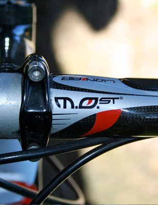 Bastianelli uses a 40cm-wide pair of Lion Air bars from Pinarello's in-house MOst brand.