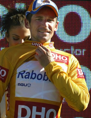 Denis Menchov (Rabobank) zips up the leader jersey