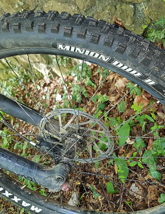 A proper triple-compound Maxxis Minion is found up front — one of our favourite tyres
