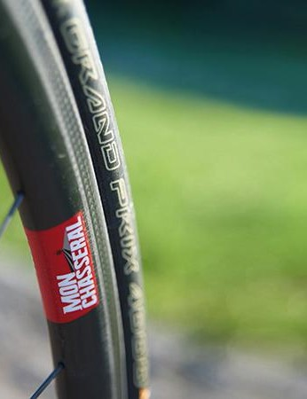 The DT Swiss Mon Chasseral RC28C wheelset is a highlight and goes some way to mitigating the frame