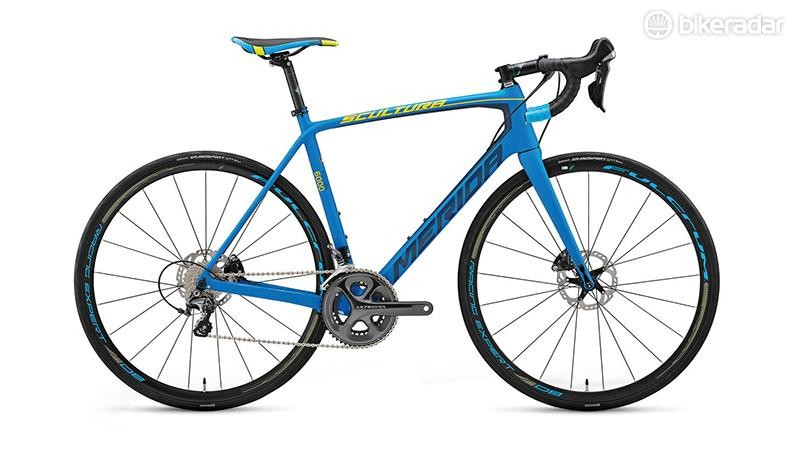The Scultura Disc 6000 comes with Shimano RS685 hydraulic levers, Ultegra, 11-28 cassette, 50/34 chain rings