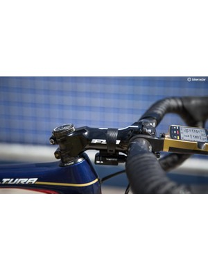 The FSA OS stem has been fitted with a carbon face plate