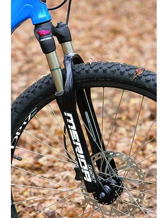 The 80mm RST fork has a lockout switch
