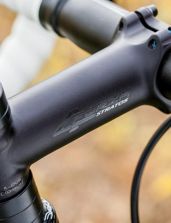 The alloy handlebar and stem are provided by Ridley's in-house brand 4ZA