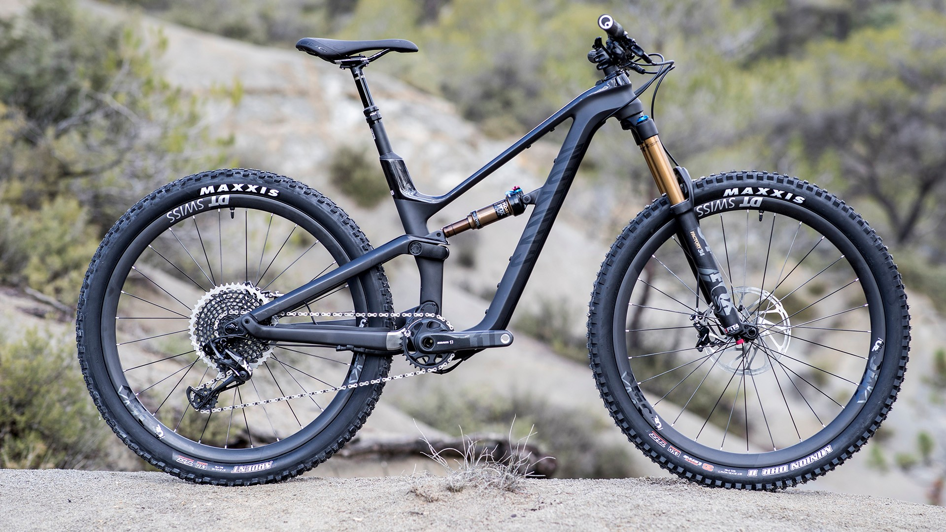 The new Canyon Spectral WMN with women's specific geometry