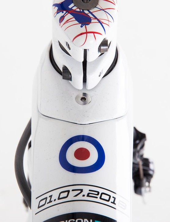 A roundel and the date of the national road race victory adorn the head of the top tube