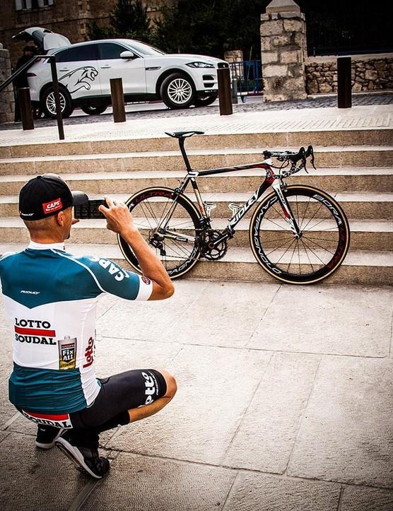 Hansen photographs his new bike ahead of the Giro start in Israel