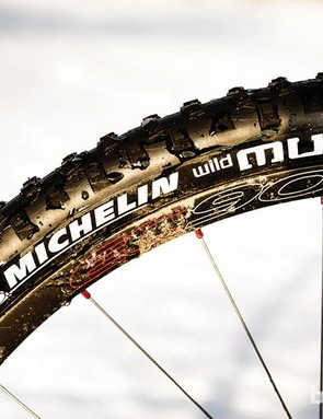 A slightly narrower tyre offers better mud clearance at the expense of comfort and grip