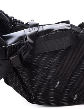 Two Velcro straps with rubber backing combine with a rubber portion on the bag to grip the seatpost