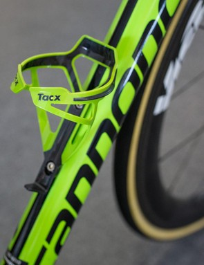 However, they're still using lime green Tacx bottle cages