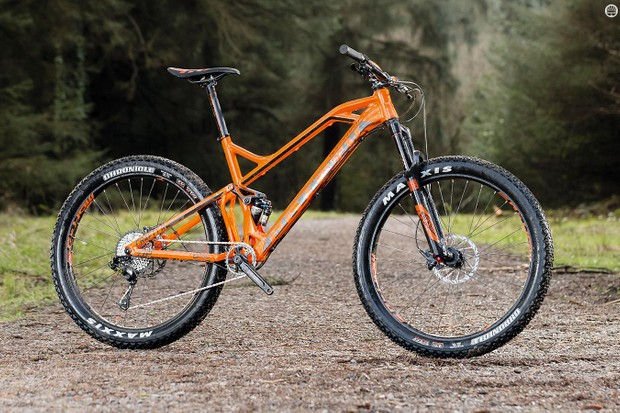 Mondraker Crafty R+ packs the Spanish brand's envelope-pushing Forward Geometry into a fatter-treaded package