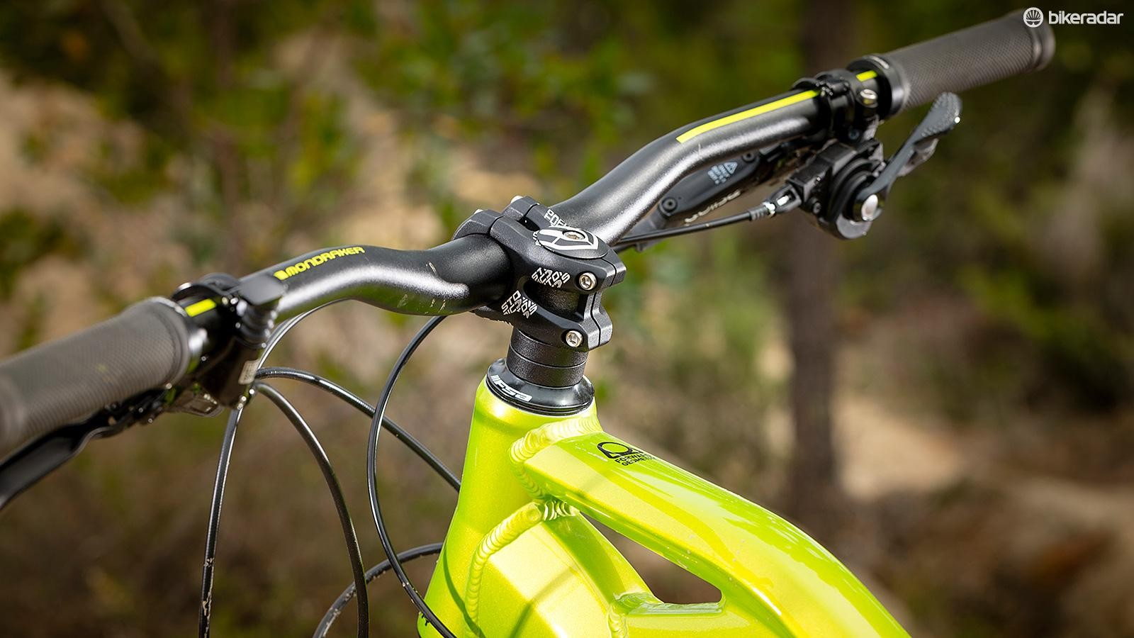A long frame and a short stem make for comfortable and confident handling