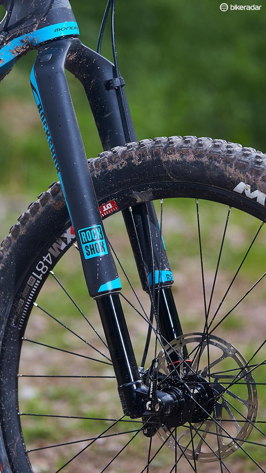 Many of our testers have found RockShox' RS-1's flexiness outweighs its other merits, and that assessment is heightened by plus tyres' vagueness