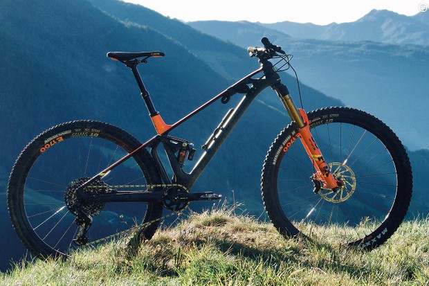Forget the old stereotype of ungainly 29ers — the Foxy 29 is a great shape