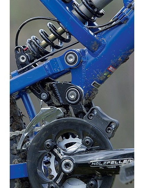 Two rear shock positions give either 165 or 190mm (6.5 or 7.5in) of rear travel from the Fox DHX 4.0