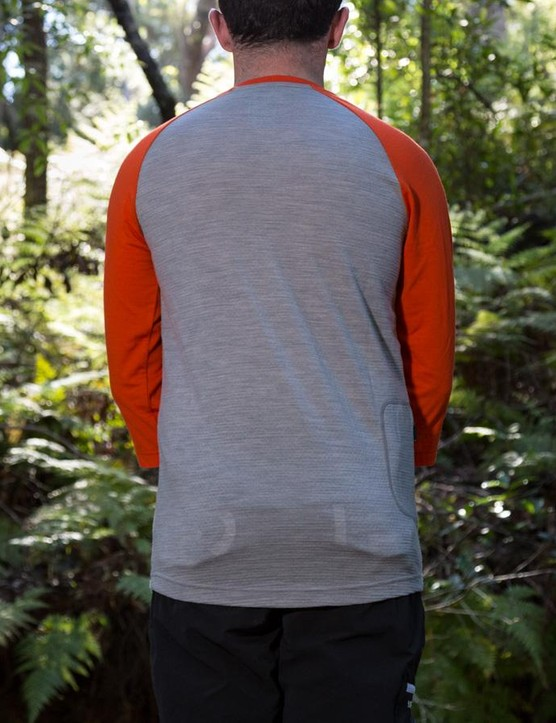 The jersey is slim fitting and sees a drop tail to keep your lower back covered with your hands on the bars