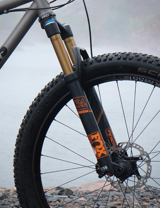Upfront, the Mountaineer has a 120mm Fox 34 fork