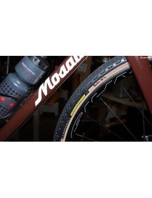 The HED rims on Mosaic's GS1 were shod in prototype Teravail Cannonball Dirty Kanza Edition tires.