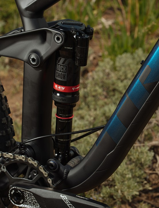 On the new alloy bike a RockShox Deluxe RT3 shock is in charge of the bike's 150mm of travel