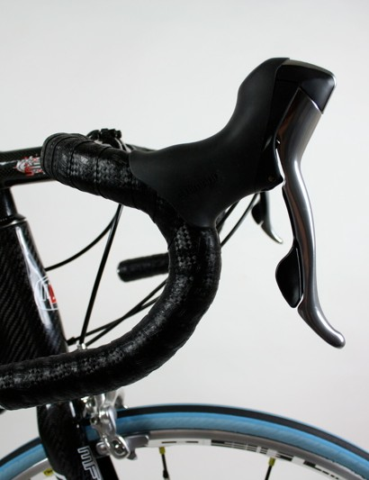 The gentle anatomic shape of the SX-Force carbon bars was comfortable enough in a variety of positions