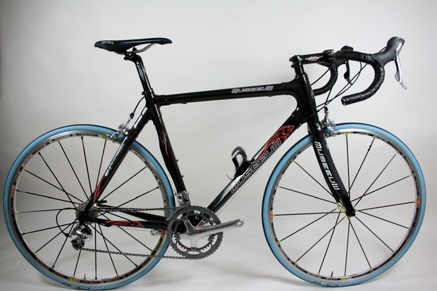 The Museeuw MF-1 is made from carbon and flax tubing joined to carbon lugs