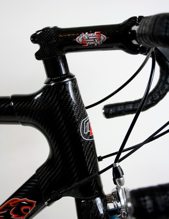 The MF-1's head tube is a 100 percent carbon fibre lug