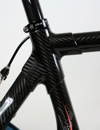 A full carbon lug keeps things tidy where the top tube joins the seat tube and stays