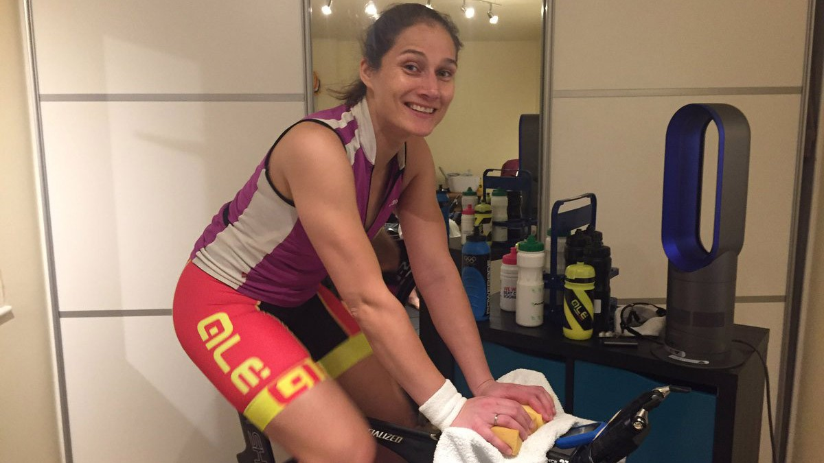 Dutch rider Jasmijn Muller pedals her way to the Zwift indoor-cycling record