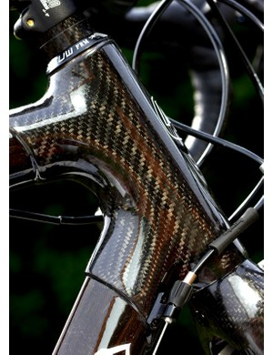 The frame is a carbon lugged affair comprising of shaped tubes with an 80/20 flax to carbon ratio.