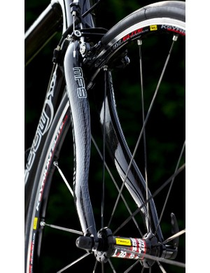 Curvy fork blades further add to the aesthetic appeal