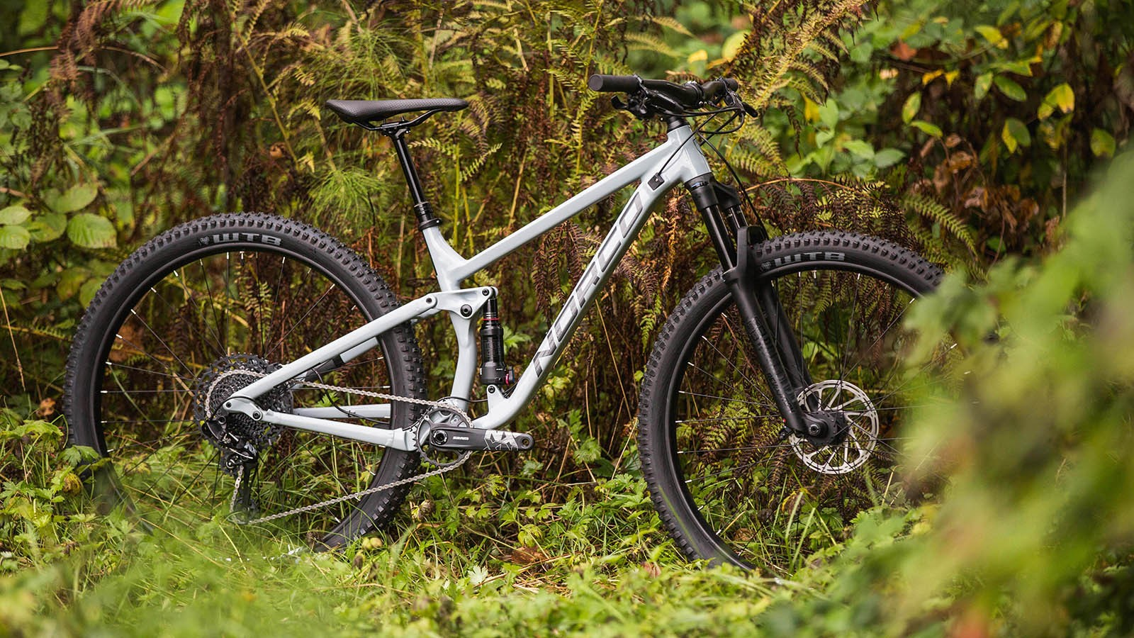 The X6 Alloy frame features modern geometry, internal cable routing and thru-axles