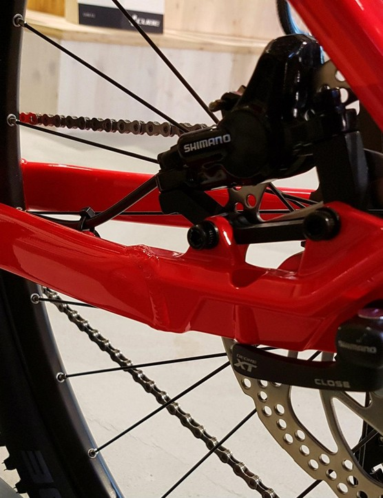 Neat dropouts keep the caliper safe, there are bike stand mounts too!